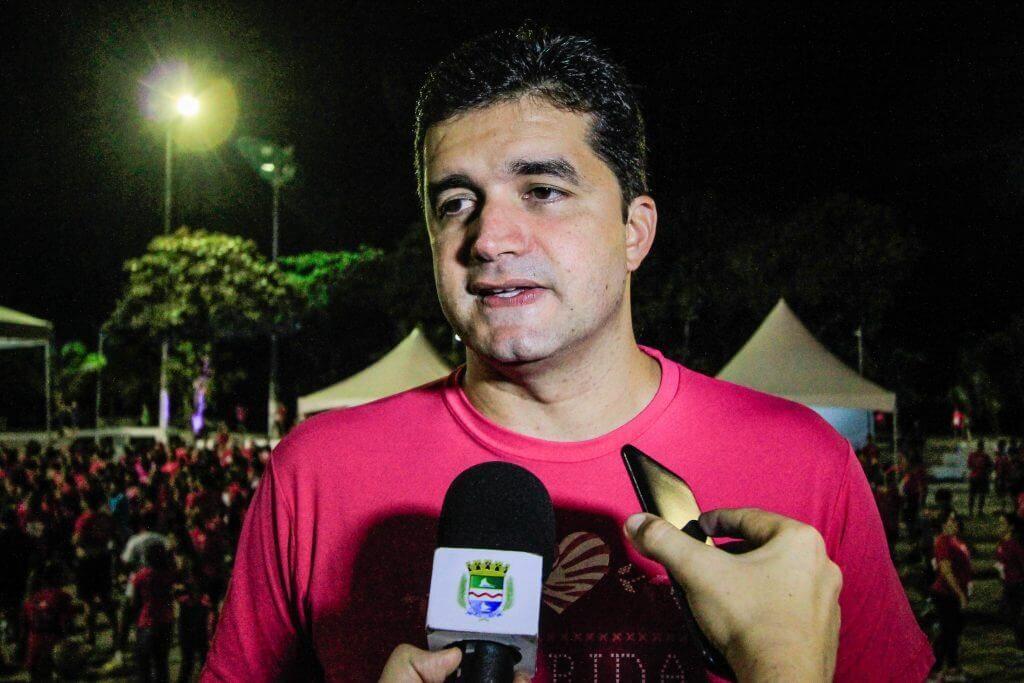 Rui Palmeira destaca objetivo da Corrida Rosa que é conscientizar sobre o diagnóstico precoce do câncer de mama. Foto: Pei Fon/ Secom Maceió